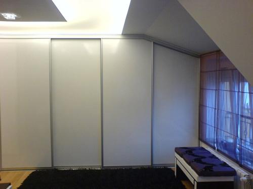 гардероб в скосено пространство